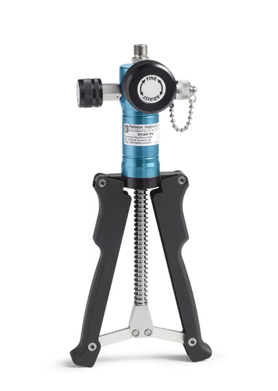 Hand pump makes pressure and vacuum calibration and testing faster